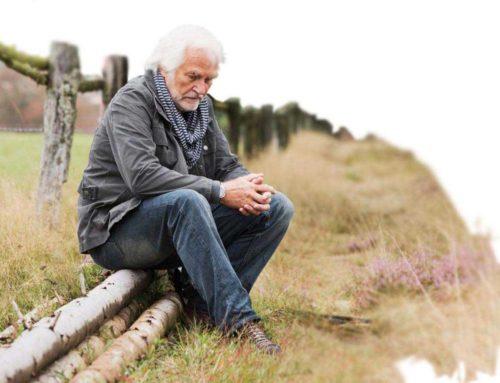A kezeletlen halláskárosodás összefügg a depresszióval és az idősek társadalmi elszigetelődésével