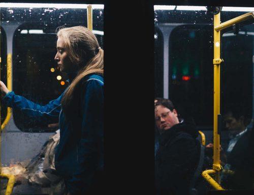 Hallhatatlan megállónevek, késő vonatok  – hallássérült trükkök tömegközlekedéshez