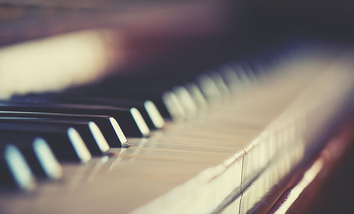 A testi-lelki egészség megőrzéséhez tehát elengedhetetlen a kiváló hallás, hogy a zeneterápiát akadály nélkül élvezhessük.