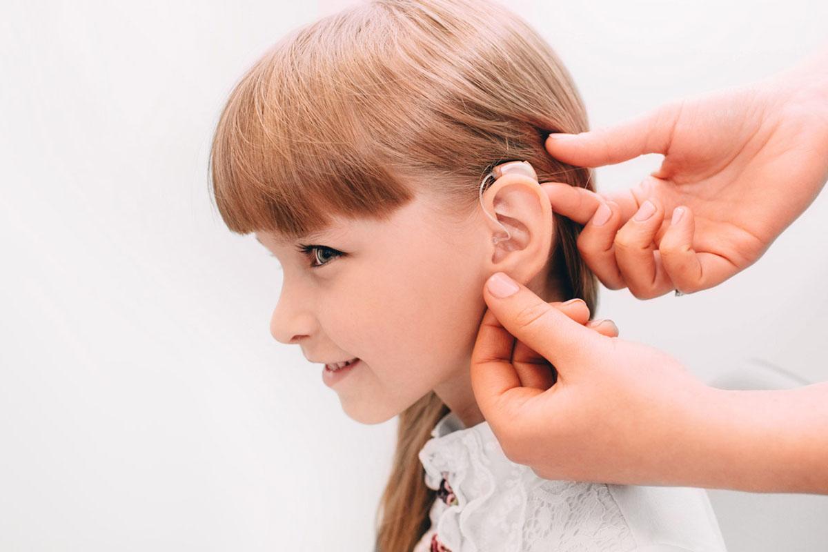 Hallássérült gyermek az iskolában