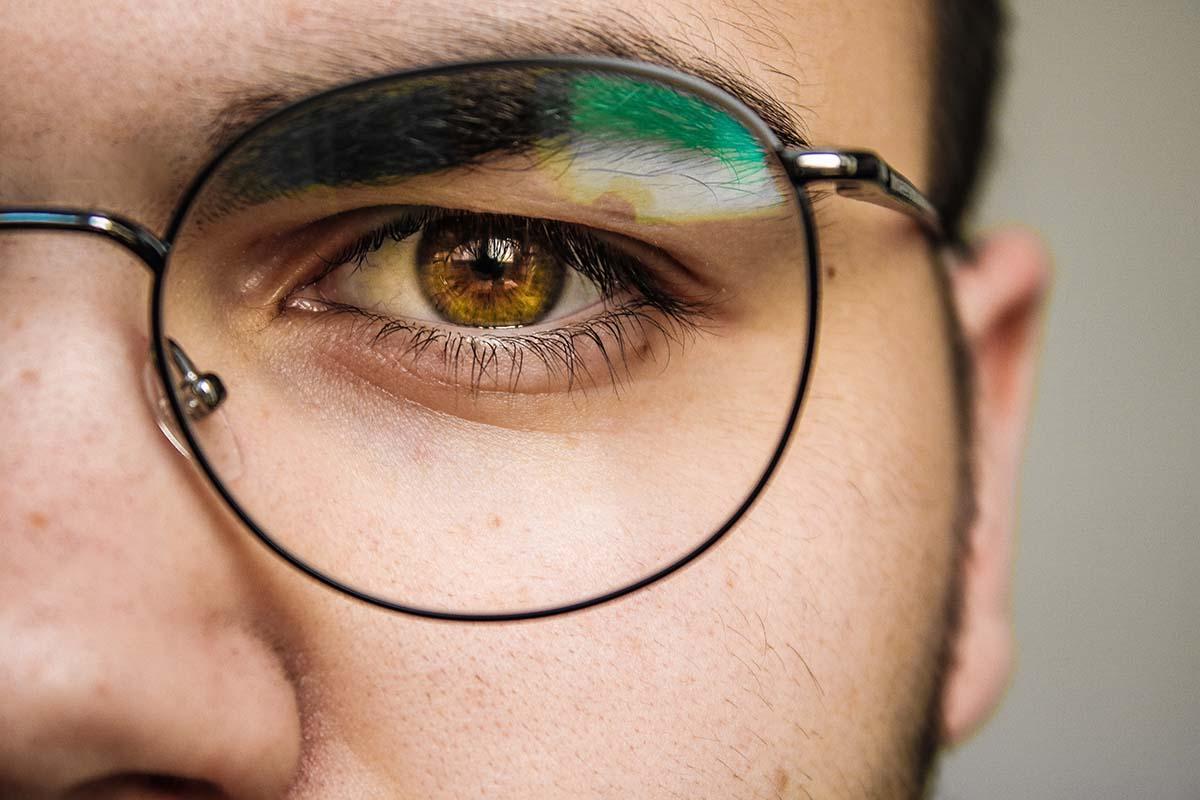 6 jel, hogy szemüvegszáras hallókészülék való neked!